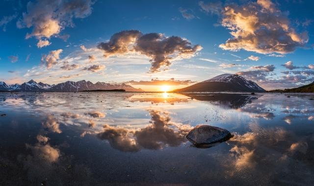 Refleksjon. Gull. © Jan R. Olsen